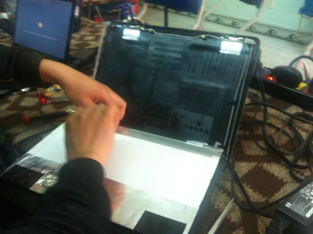 hinh-anh-sua-chua-laptop (41)