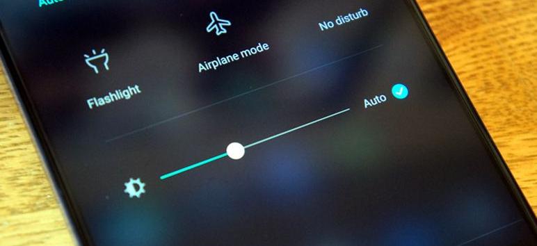 """Tại sao lại """"dở chứng"""" xuất hiện lỗi màn hình iPad lúc sáng lúc tối và cách khắc phục 1"""
